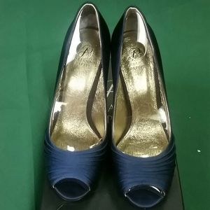 NWT Adrianna Papell navy blue satin heels